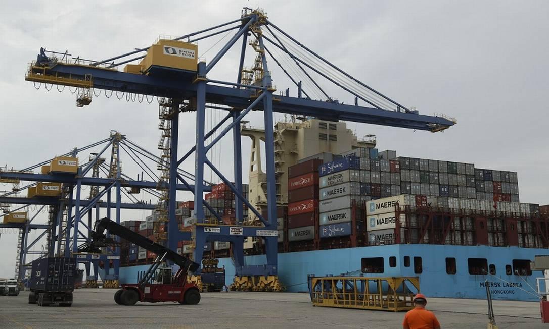 Exportações caíram 12,7% em comparação com maio do ano passado Foto: Gabriel de Paiva / Agência O Globo