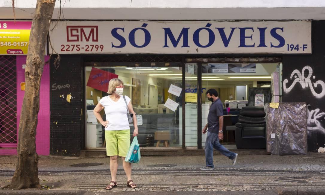 Loja de móveis aberta em Copacabana no primeiro dia de reabertura gradual Foto: Leo Martins / Agência O Globo