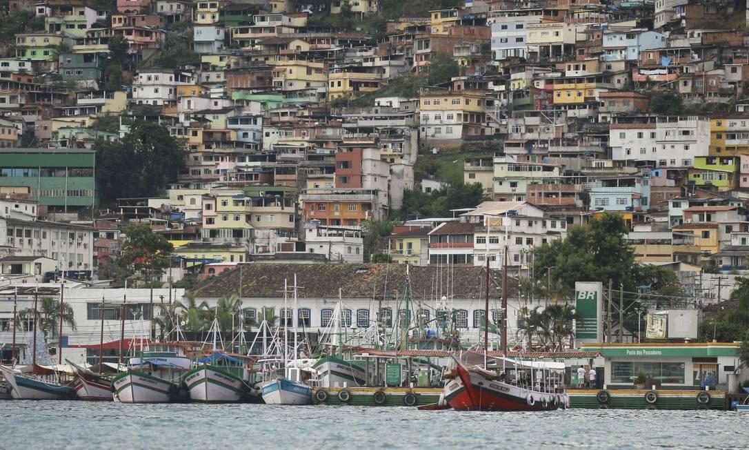 O Centro de Angra dos Reis visto a partir do mar: cidade é uma das mais afetadas pela Covid-19 no interior Foto: Gabriel de Paiva/Arquivo / Agência O Globo