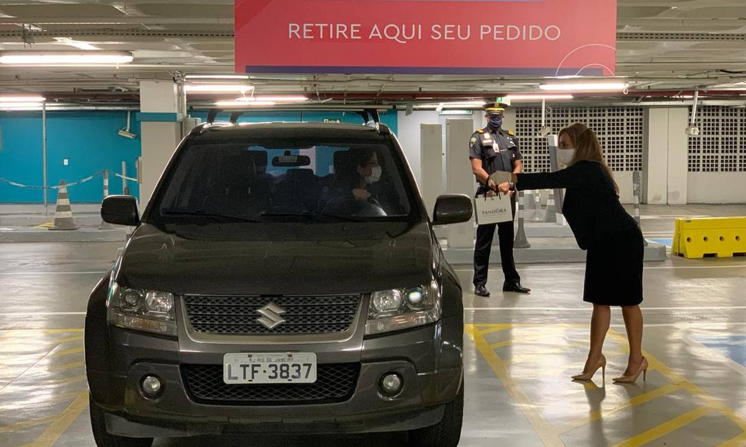 Drive-thru: Máscaras e entrega no carro no shopping Nova Iguaçu Foto: Divulgação