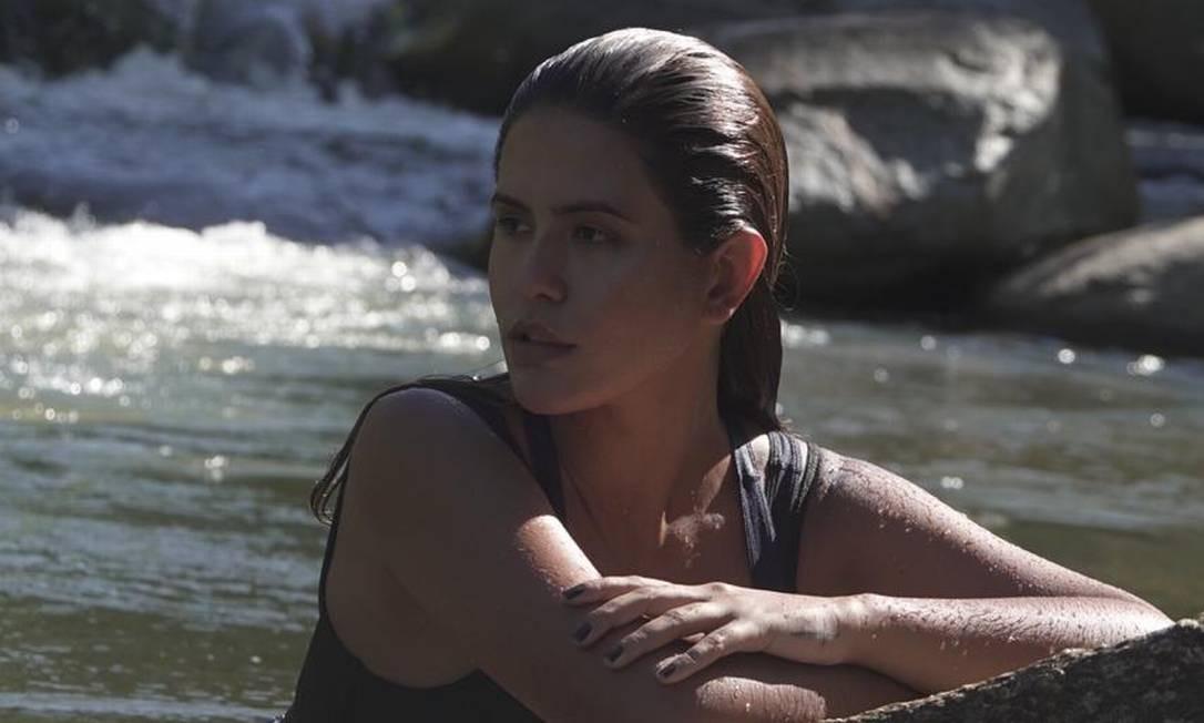 """A atriz Antonia Morais numa cachoeira durante as gravações do programa """"Lavando a alma"""", do canal Mais Globosat Foto: Divulgação"""