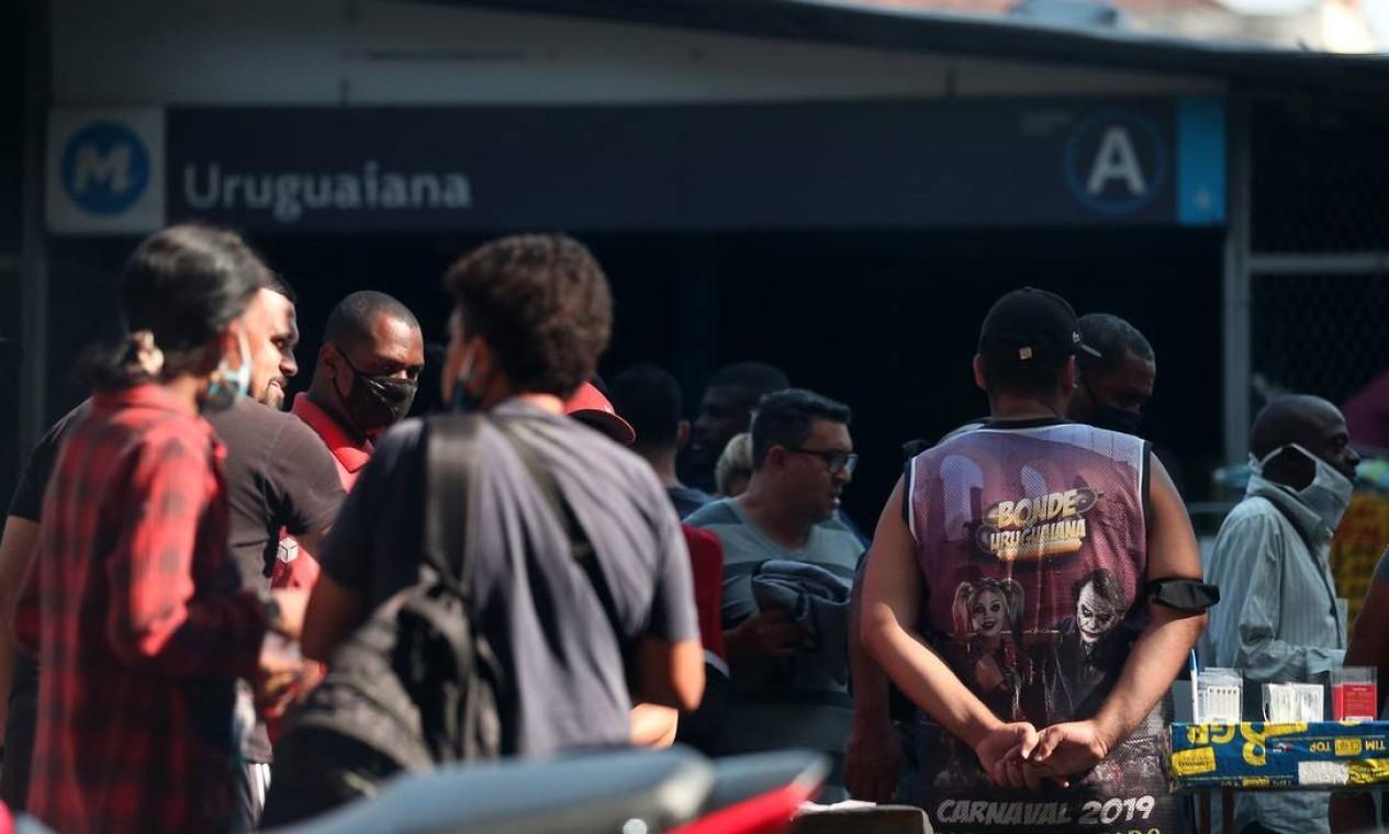 Acesso à estação Uruguaiana registrou movimentação intensa como antes da pandemia Foto: Luiza Moraes / Agência O Globo