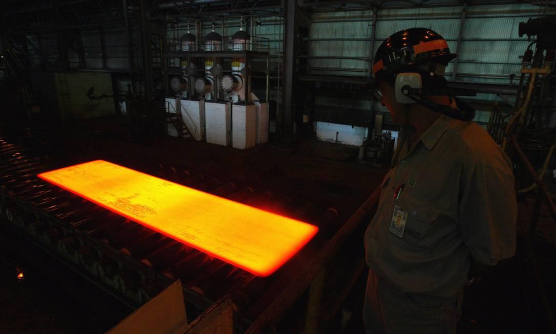Instalações da usina siderúrgica da Usiminas, em Ipatinga (MG) Foto: Domingos Peixoto / Agência O Globo