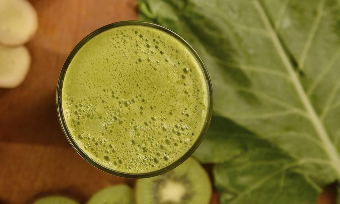 O suco detox da Padaria Santa Marta (2711-4884) é feito com couve, maçã, limão, kiwi e hortelã. O de 300ml custa R$ 10,90; e o de 500ml, R$ 15,90 Foto: Divulgação