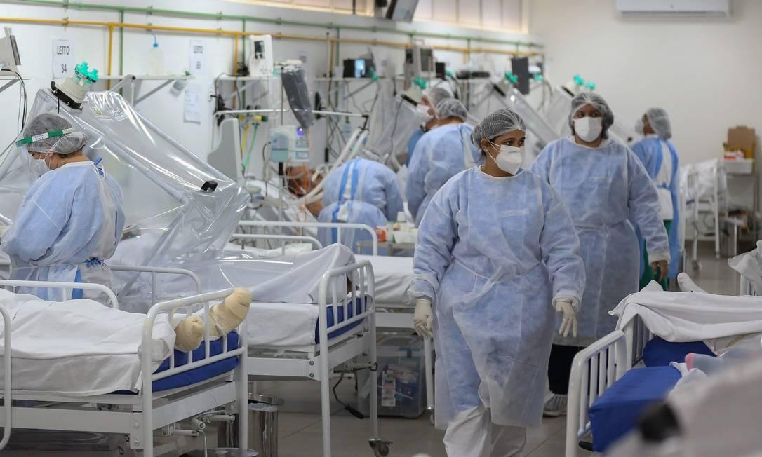 Pacientes na UTI. Com hospitais cheios, estados têm de esperar a edição de uma MP para receber a ajuda da União Foto: MICHAEL DANTAS / AFP