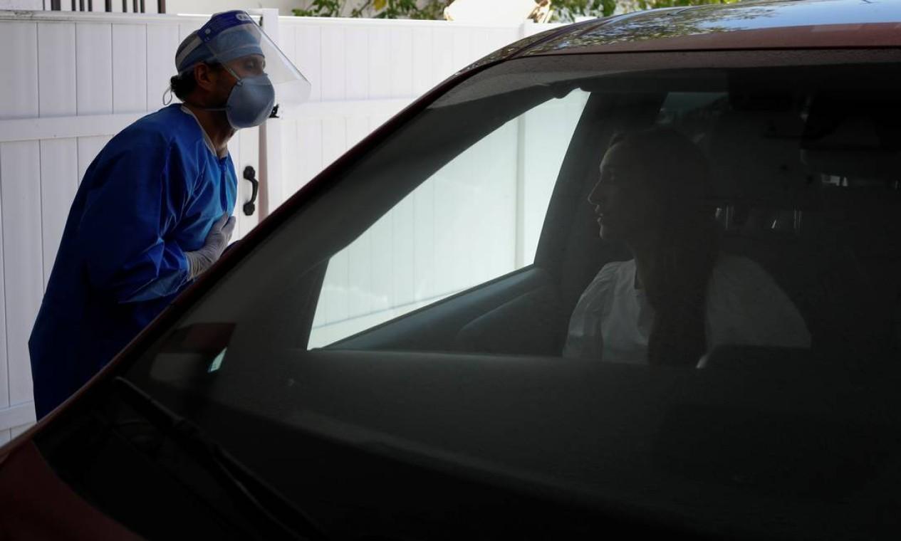 Pacientes da medicina estética não precisam desembarcar do carro para fazer o tratamento Foto: MARCO BELLO / REUTERS