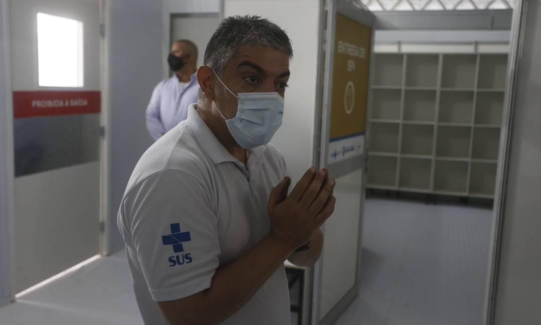 Secretário de Saúde Fernando Ferry em visita ao Hospital de Campanha de São Gonçalo Foto: Fabiano Rocha / Fabiano Rocha