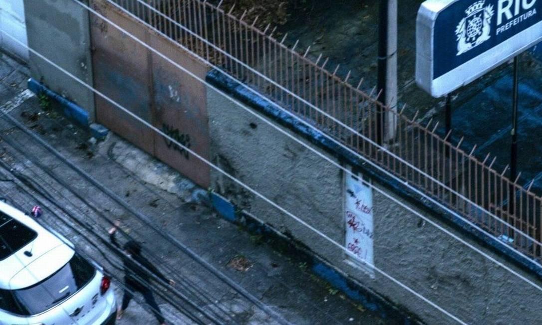 Ticyana foi flagrada quebrando vidro do carro de PM Foto: Reprodução