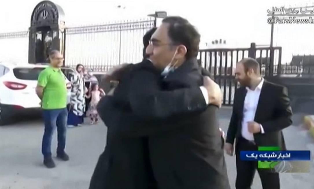 Imagem da TV estatal Irib mostra o cientista iraniano Sirous Asgari chegando à capital iraniana, Teerã, no dia 3 de junho Foto: - / AFP
