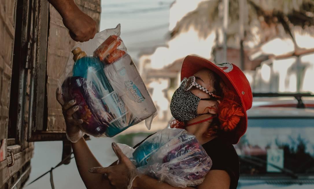 Voluntários do Movimenta Caxias durante ação de distribuição de cestas básicas Foto: Divulgação