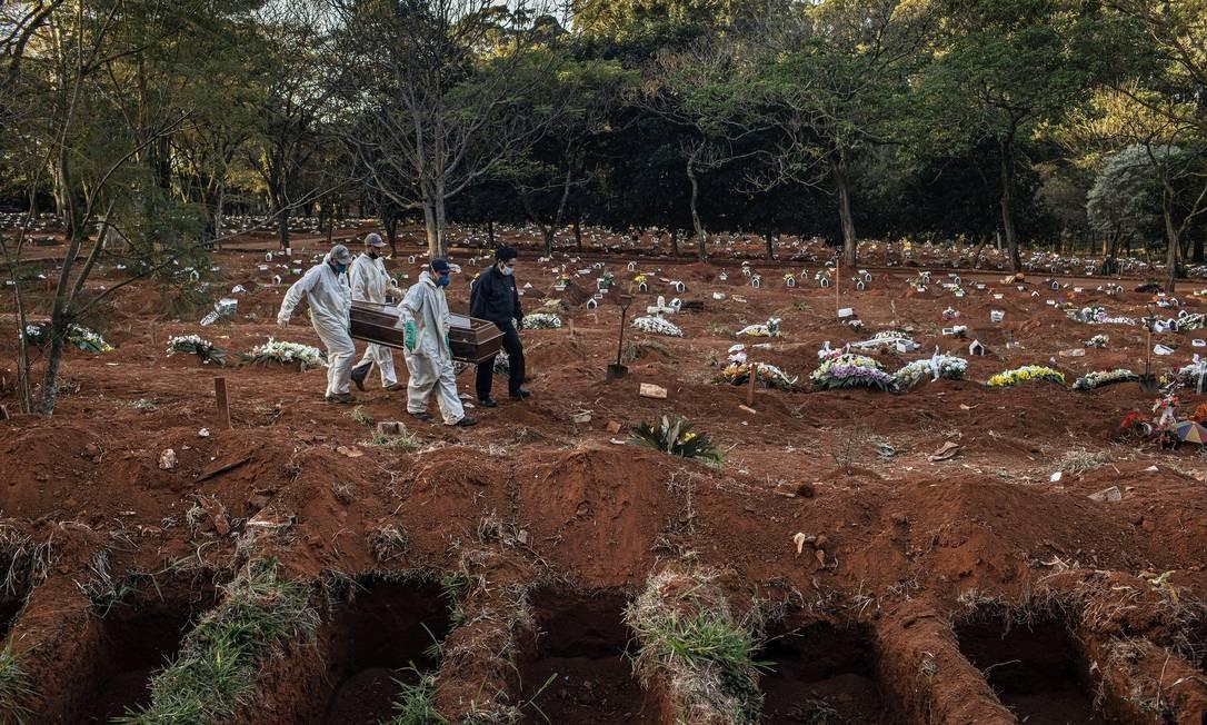 Cemitério de Vila Formosa, em São Paulo Foto: Victor Moriyama / The New York Times
