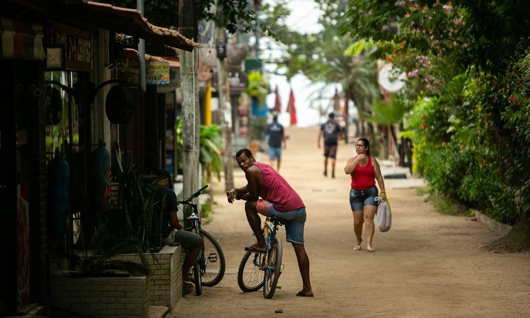 Na Ilha Grande, acesso é permitido somente a moradores Foto: Hermes de Paula / Agência O Globo
