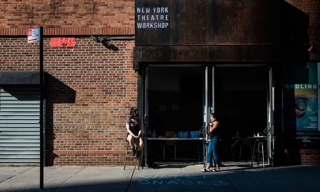 Funcionários do New York Theatre Workshop foram orientados a ajudar os manifestantes Foto: Gabriela Bhaskar / The New York Times