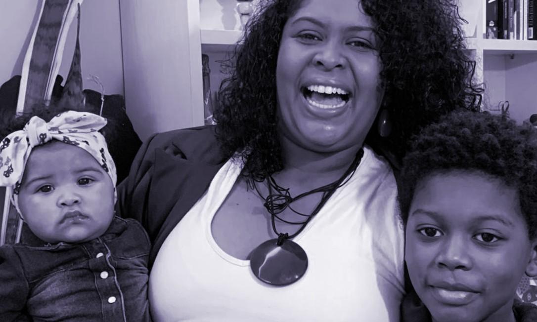 Caroline Moreira com os filhos: Luna, de 6 meses, e Miguel, de 7 anos Foto: Arquivo pessoal