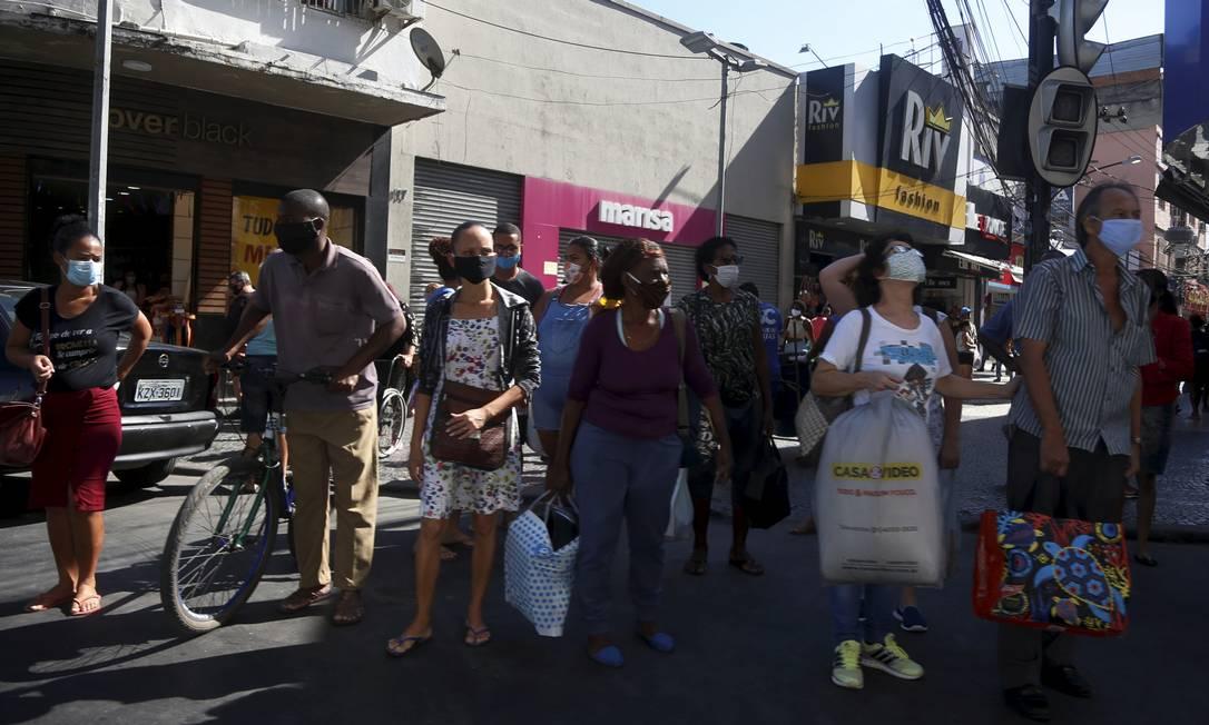 Comércio e aglomerações em Duque de Caxias, na Avenida Governador Leonel de Moura Brizola 01-06-2020 Foto: Fabiano Rocha / Agência O Globo