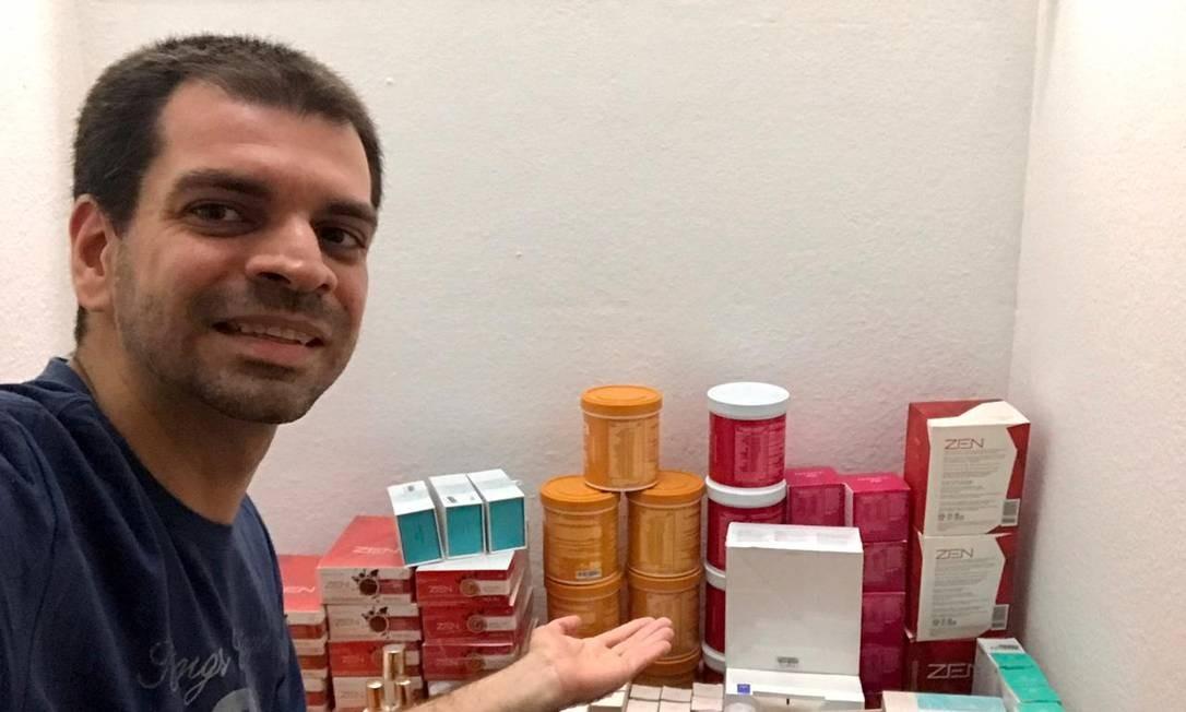 O jornalista e empreendedor Gustavo Sá Fortes promove o bazar on-line Foto: Arquivo pessoal