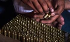Munições à venda no exterior: no Brasil, comércio registrou 1,5 milhões de balas vendidas Foto: Abdul Majeed / AFP