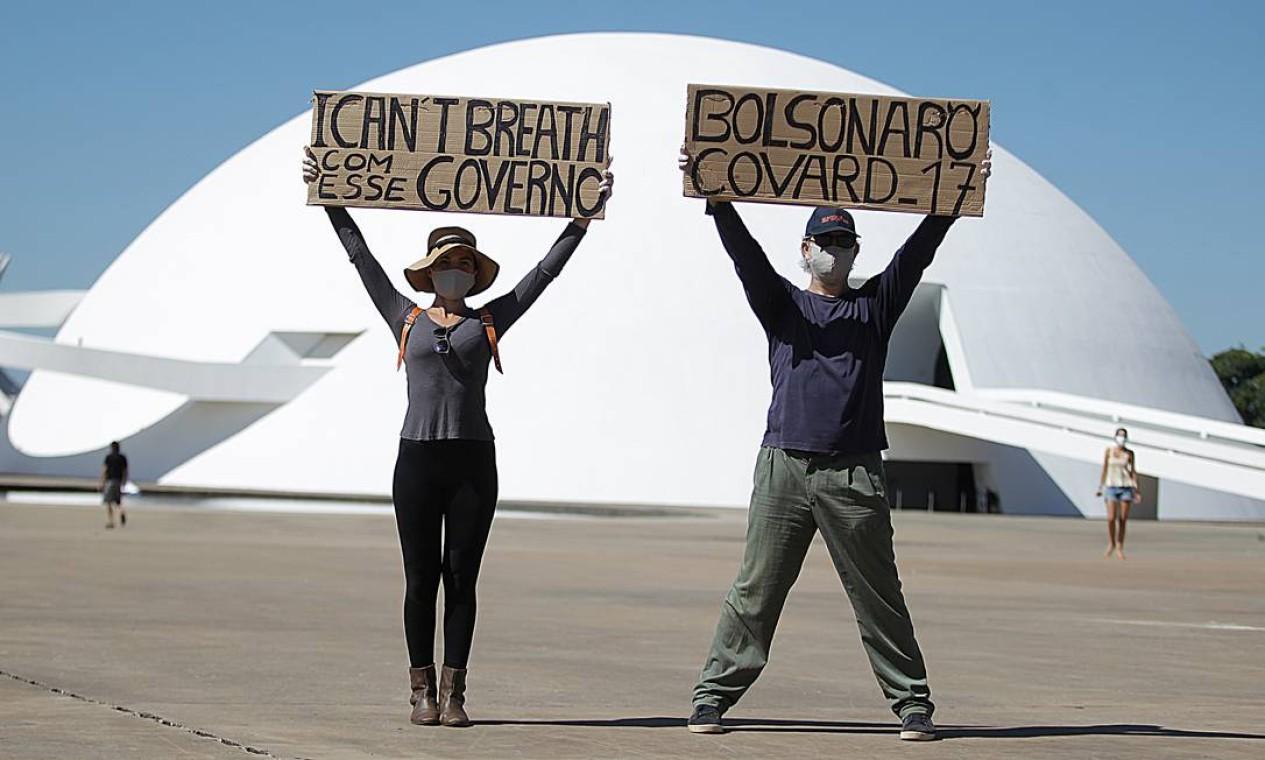 Manifestantes ocupam a Esplanada dos Ministérios, em Brasília, durante ato a favor da democracia e contra o governo Bolsonaro Foto: Jorge William / Agência O Globo