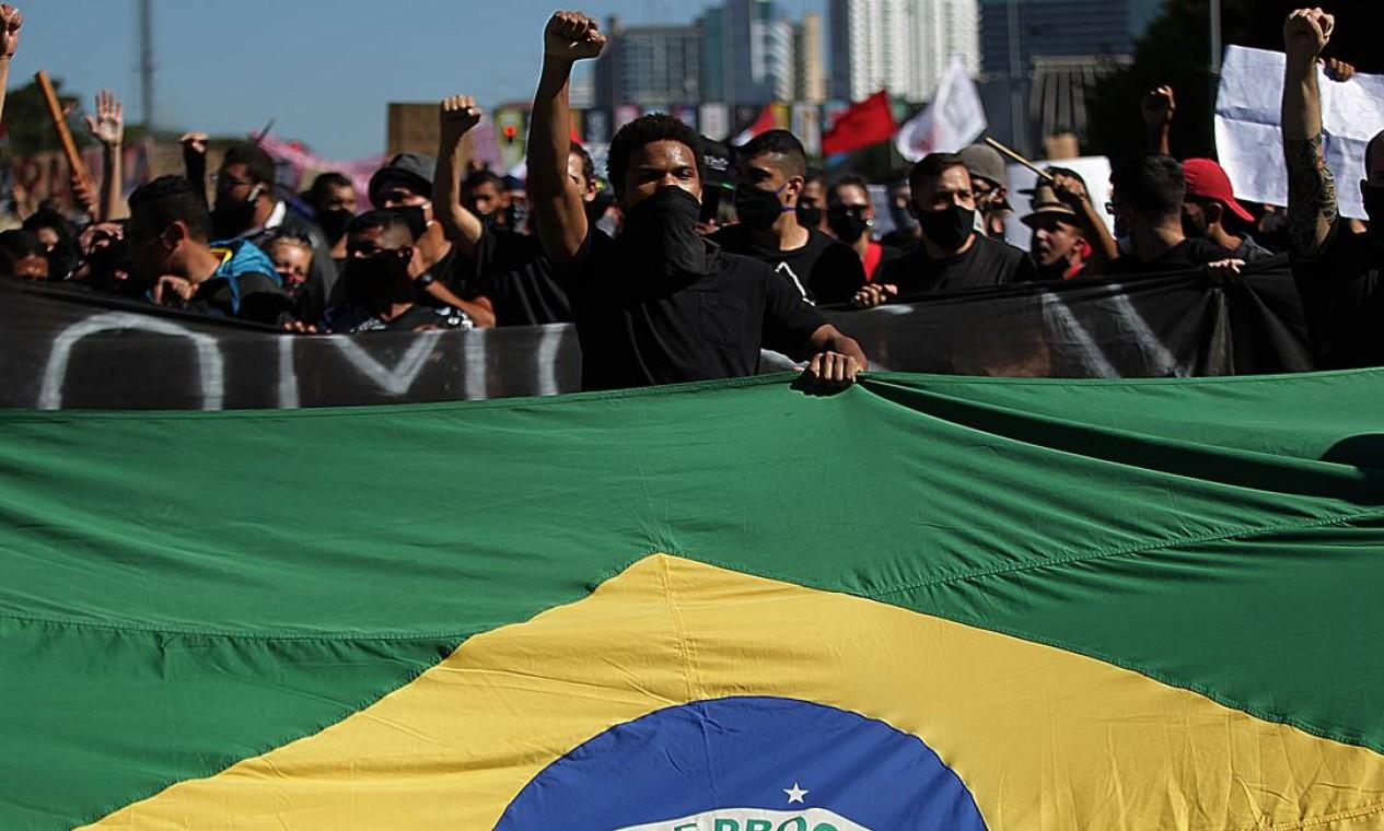 Manifestantes ocuparam a Esplanada dos Ministérios, em Brasília, em ato a favor da democracia e contra o governo Bolsonaro Foto: Jorge William / Agência O Globo