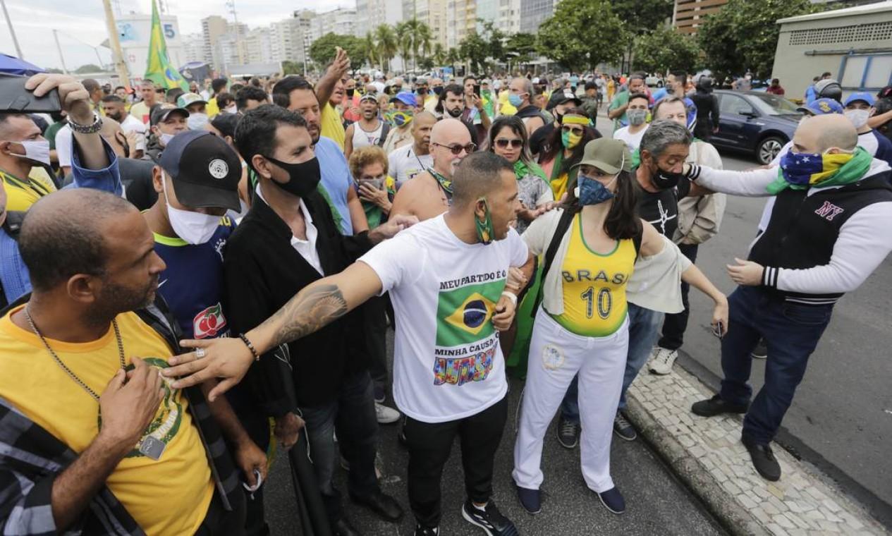 Apoiadores de Bolsonaro também realizaram manifestação em Copacabana Foto: Márcia Foletto / Agência O Globo