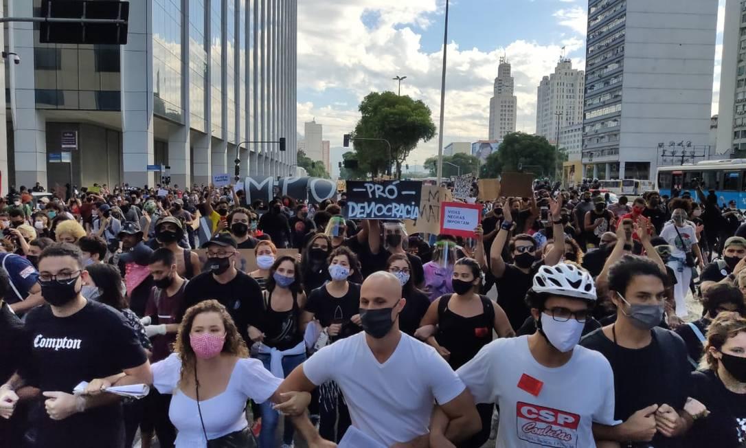Ato antirracismo na Avenida Presidente Vargas, no Centro do Rio Foto: Bruno Marinho