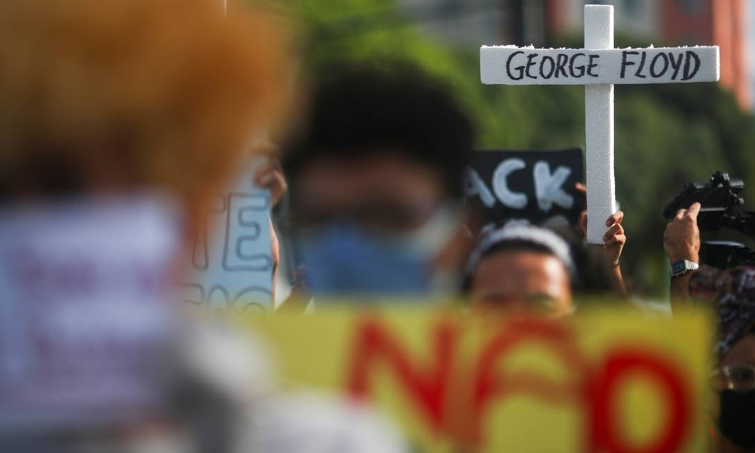 Protesto no Rio tem lembrança a George Floyd, americano que foi morto pela polícia nos EUA Foto: RICARDO MORAES / REUTERS