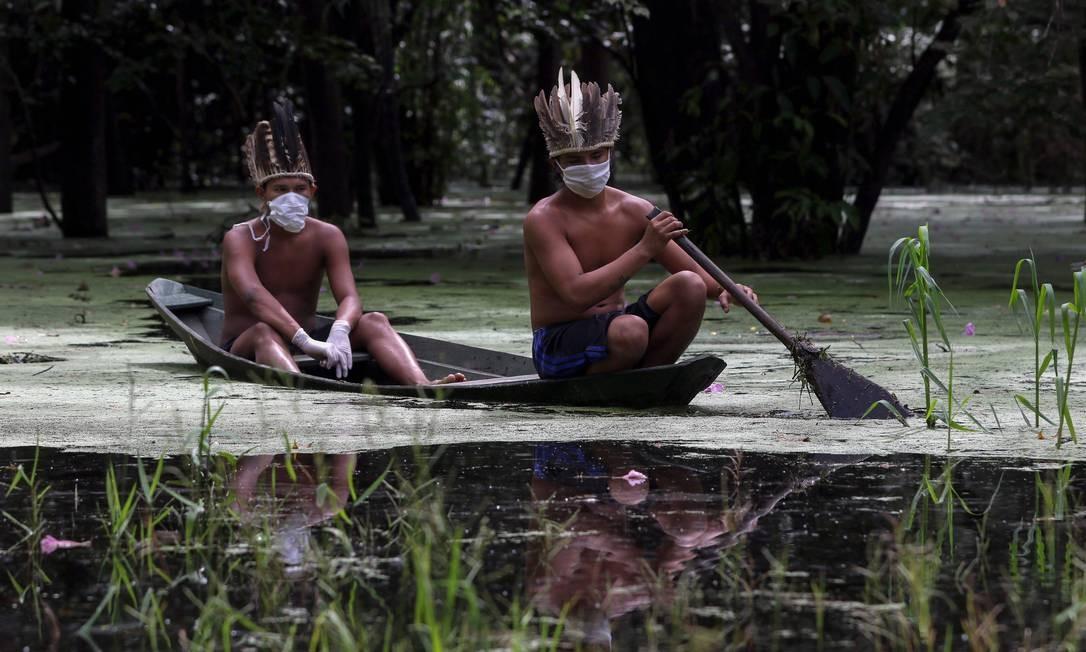 Indígenas usam máscara na comunidade Sahu-Ape, a 80 km de Manaus Foto: RICARDO OLIVEIRA/AFP / RICARDO OLIVEIRA/AFP