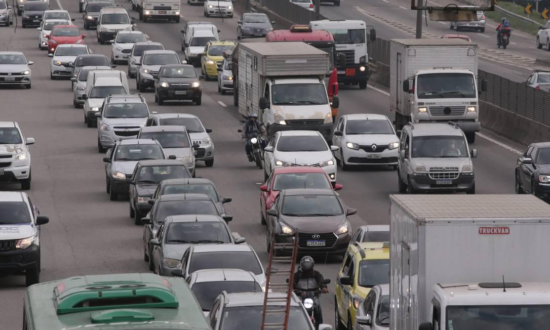 Levantamento mostra que, no ano passado, o investimento em transportes foi 64% menor que o pico registrado em 2010 Foto: Cléber Júnior / Agência O Globo