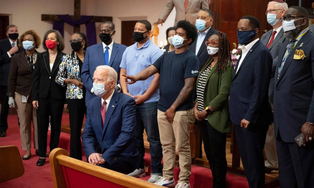 Ex-vice-presidente e candidato democrata à Presidência, Joe Biden, durante ato contra o racismo em igreja do estado de Delaware, no dia 1º de junho Foto: JIM WATSON / AFP