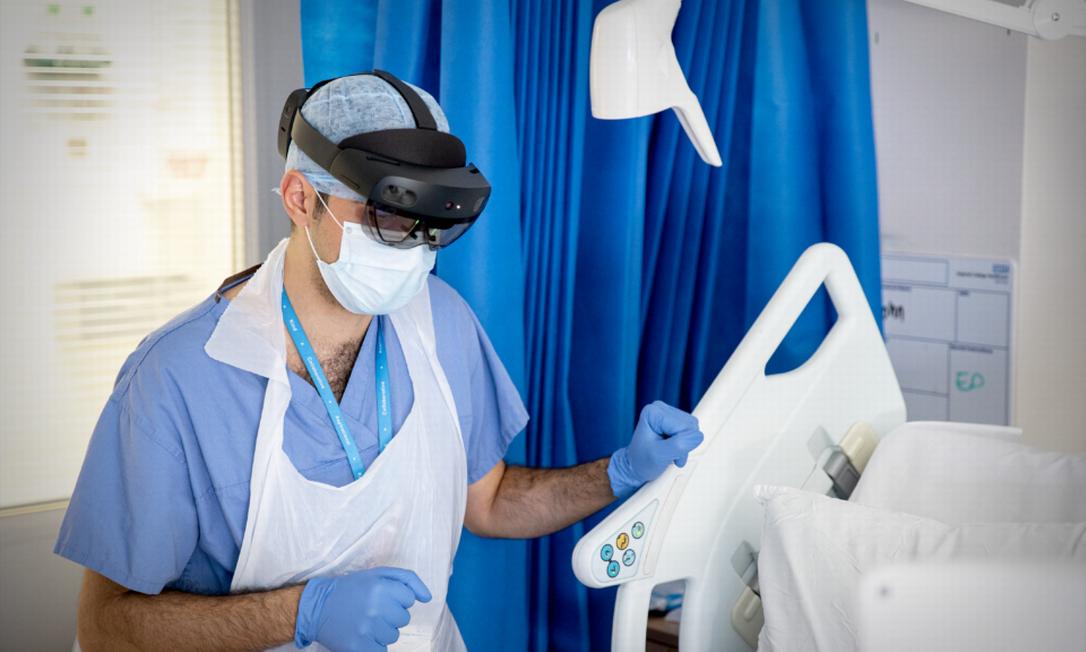 Óculos de realidade virtual ajudam a reduzir o contato de médicos com pacientes infectados Foto: Divulgação
