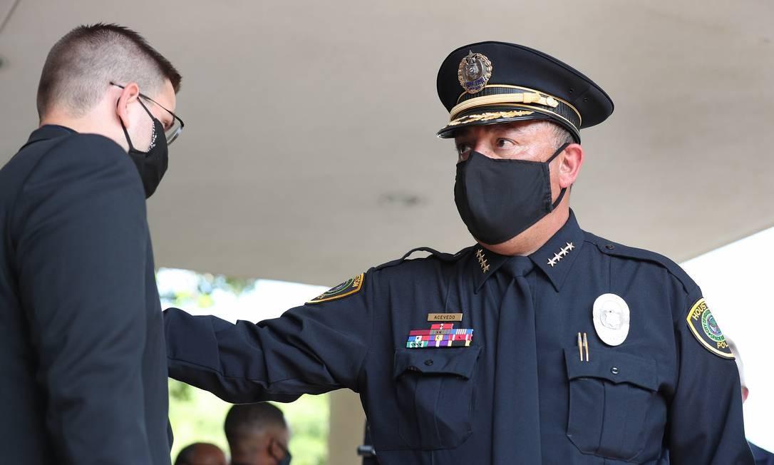 O chefe do departamento de polícia de Houston, Art Acevedo, chega para as últimas homenages a Floy Foto: JOE RAEDLE / AFP