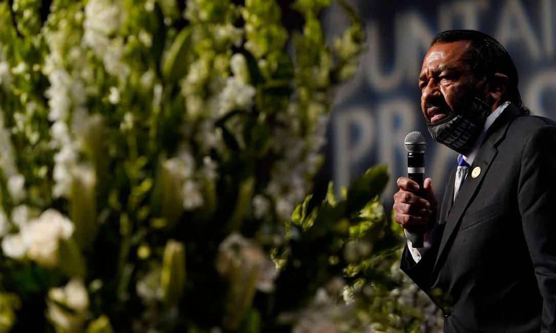 O deputado Al Green fala aos familiares e convidados durante funeral de George Floyd Foto: DAVID J. PHILLIP / AFP