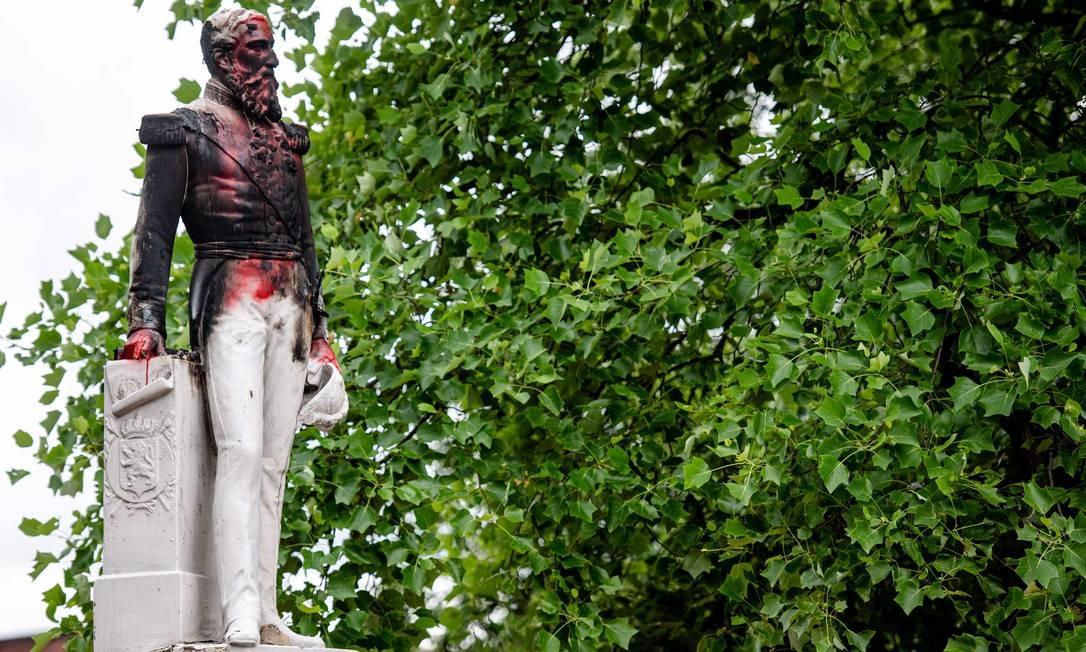 Estátua do rei Leopoldo II da Bélgica, na cidade de Antuérpia, também foi alvo de manifestantes na semana passada Foto: JONAS ROOSENS / AFP