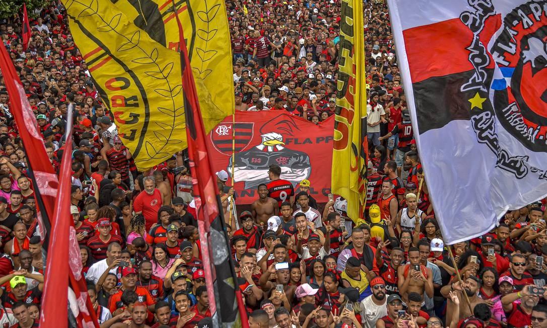 Torcedores do Flamengo na comemoração do título da Libertadores no Centro do Rio Foto: Marcelo Cortes / Divulgação Flamengo