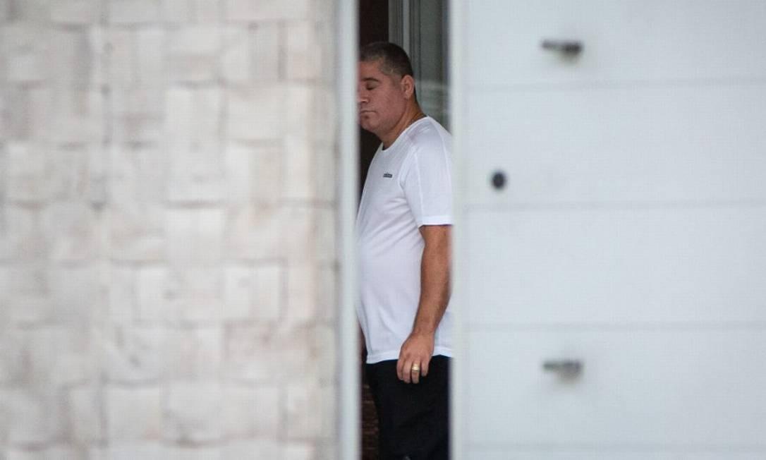 O bombeiro Maxwell Simões Corrêa, o Suel,em sua casa, antes de ser preso Foto: Hermes de Paula / Agência O Globo