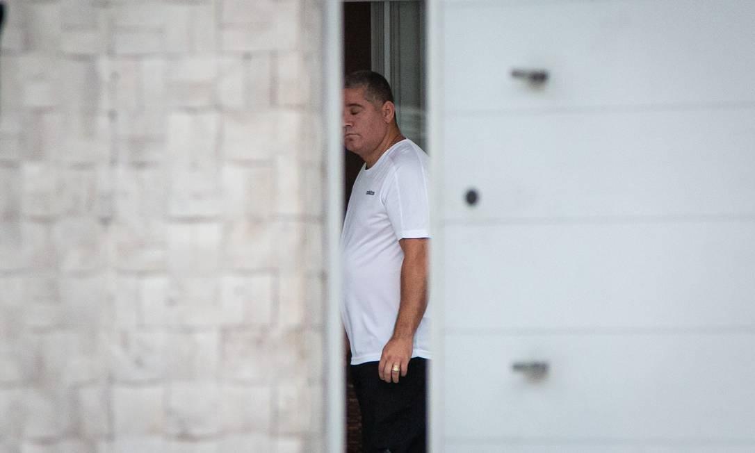 Maxwell foi acordado por policiais na manhã desta quarta-feira Foto: Hermes de Paula / Agência O Globo