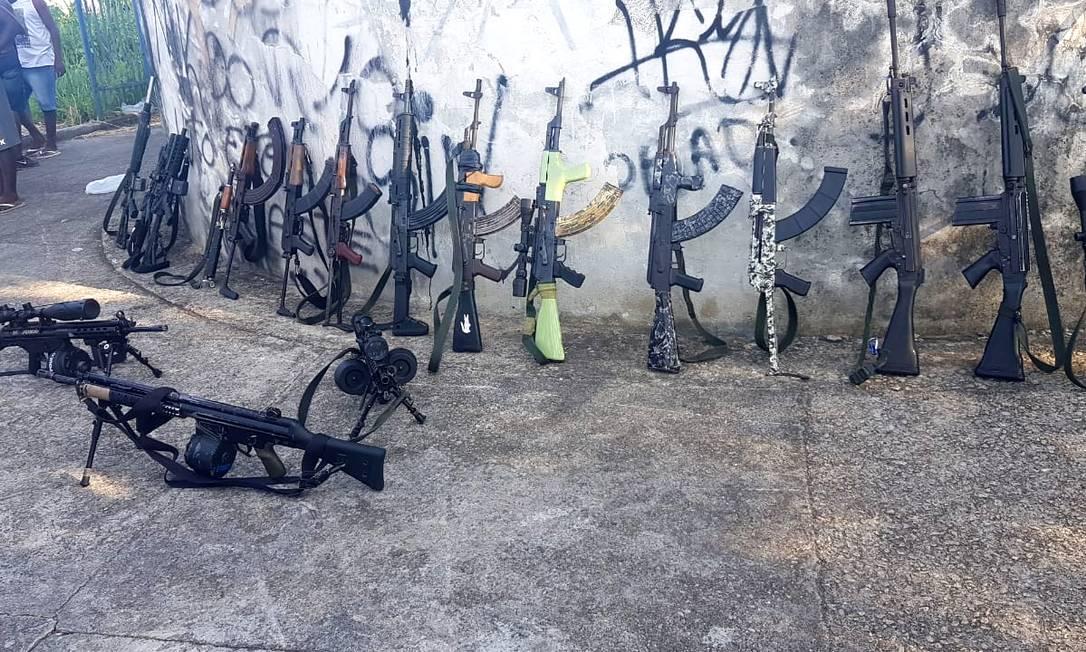 Armas do tráfico no Morro da Serrinha, em Madureira, Zona Norte do Rio de Janeiro Foto: Reprodução