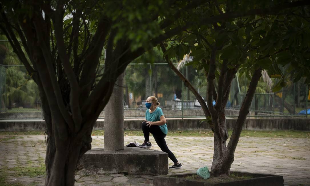Esportes individuais ao ar livre estão liberados por ambos decretos, municipal e estadual Foto: Márcia Foletto / Agência O Globo