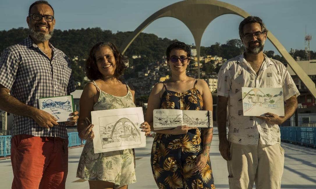 Integrantes do Urban Sketchers Rio também já estiveram no Sambódromo este ano durante o Carnaval Foto: Guito Moreto