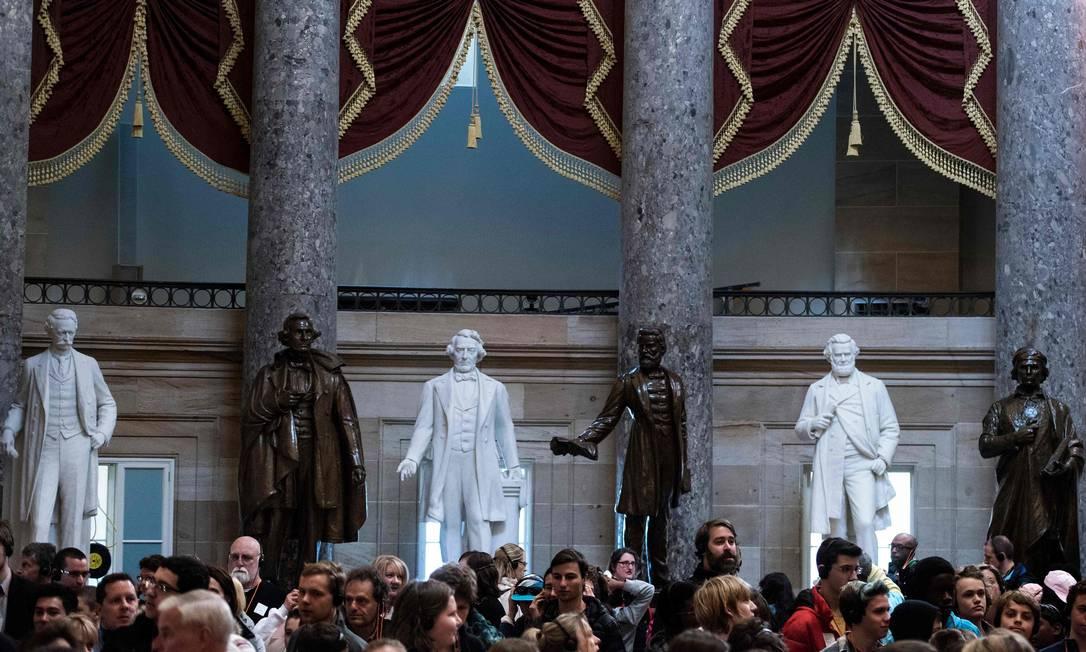 O salão estatutário do Capitólio em Washington, onde são exibidas 11 estatuas de líderes e soldados confederados da Guerra Civil americana Foto: BRENDAN SMIALOWSKI / AFP/23-03-2017
