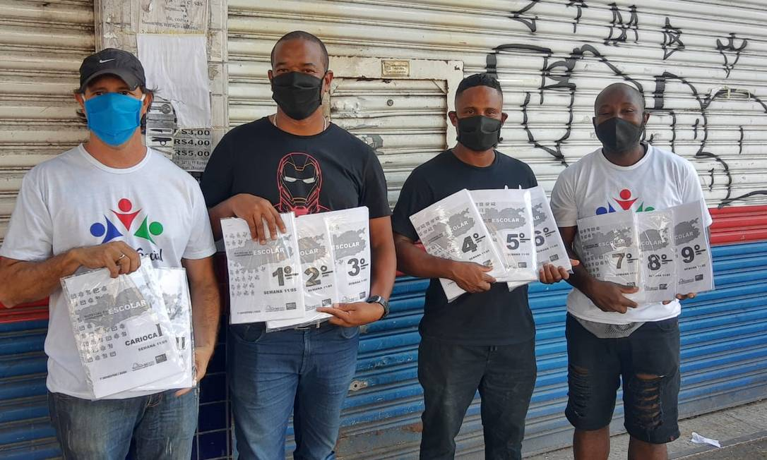 Ivan Villela (à esquerda) com integrantes do projeto Em Ação. Foto: Acervo Pessoal