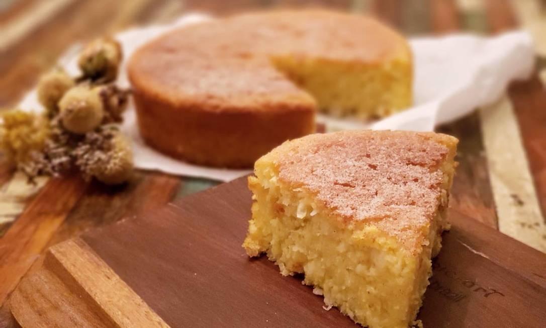 Renata Iglesias. O bolo de milho verde com coco seco ralado não tem glúten nem lactose. R$ 110 (98152-8415) Foto: Divulgação/MSouza