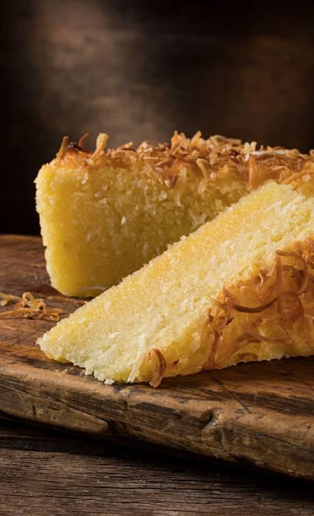 Talho Capixaba. A casa tem bolo de rolo nos sabores goiaba ou brigadeiro, R$ 81, kg; bolo de aipim com coco (foto), R$ 57,80, kg; broa de milho, R$ 4,30, unidade; e sopa de ervilha, R$ 28,90. Tel.: 99434-5447 Foto: Divulgação