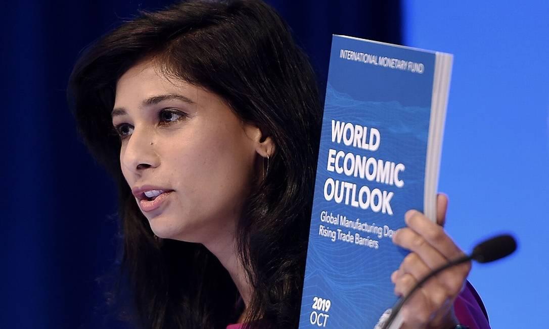 Gita Gopinath, economista-chefe do FMI: cicatrizes econômicas do vírus. Foto: OLIVIER DOULIERY / AFP
