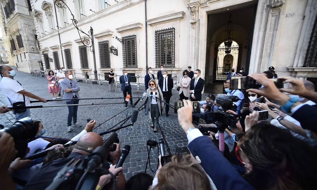 A procuradora Maria Cristina Rotas fala com jornalistas ao saior da audiência com o premier Giuseppe Conte em Roma Foto: FILIPPO MONTEFORTE / AFP
