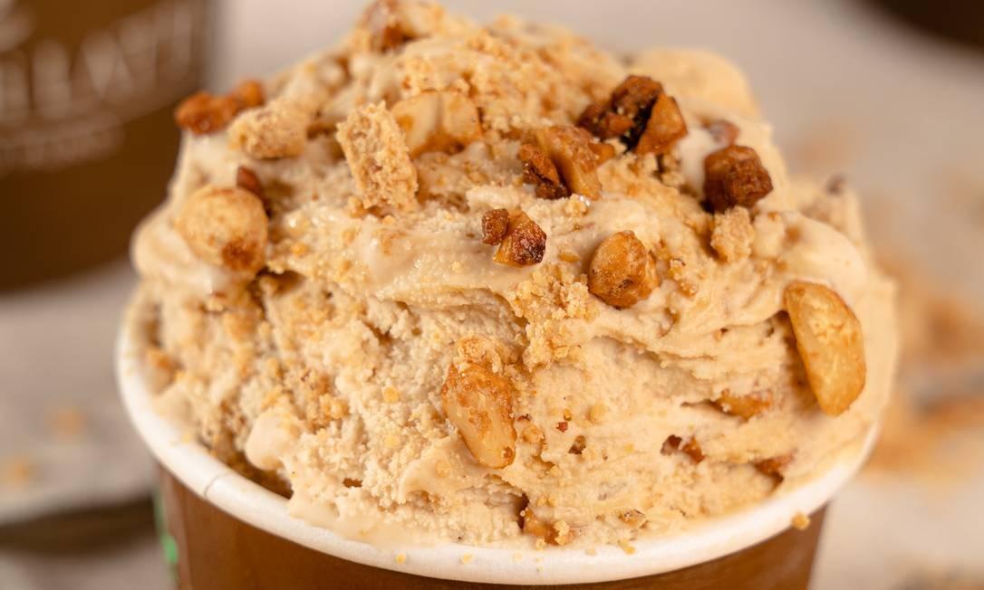 Paçoca crocante. O sabor do gelato, com calda de amendoim, da Bacio Di Latte, traz o espírito junino: a partir de R$ 18,90 (250ml) pela baciodilatte.com.br/delivery Foto: Divulgação