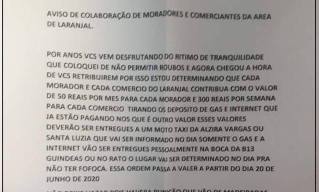 Na carta, entregue aos moradores, traficantes explicam como será a cobrança Foto: Reprodução