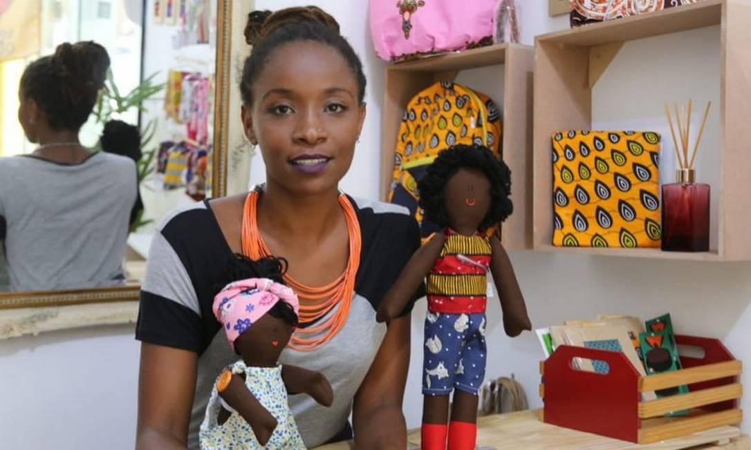 A empresária Jaciana Melquiades, fundadora da Era uma vez o Mundo, tem uma loja de bonecas negras em Copacabana, na Zona Sul do Rio Foto: Divulgação