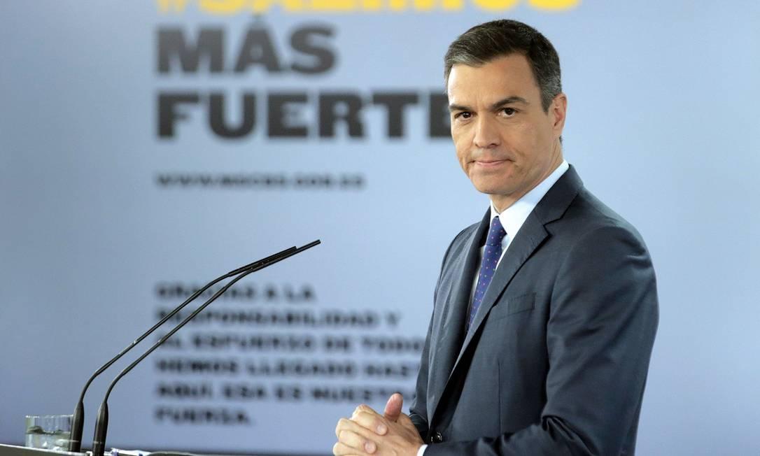 O pacote foi anunciado pelo primeiro-ministro da Espanha, Pedro Sánchez, em entrevista coletiva neste domingo Foto: JAVIER BARBANCHO / AFP