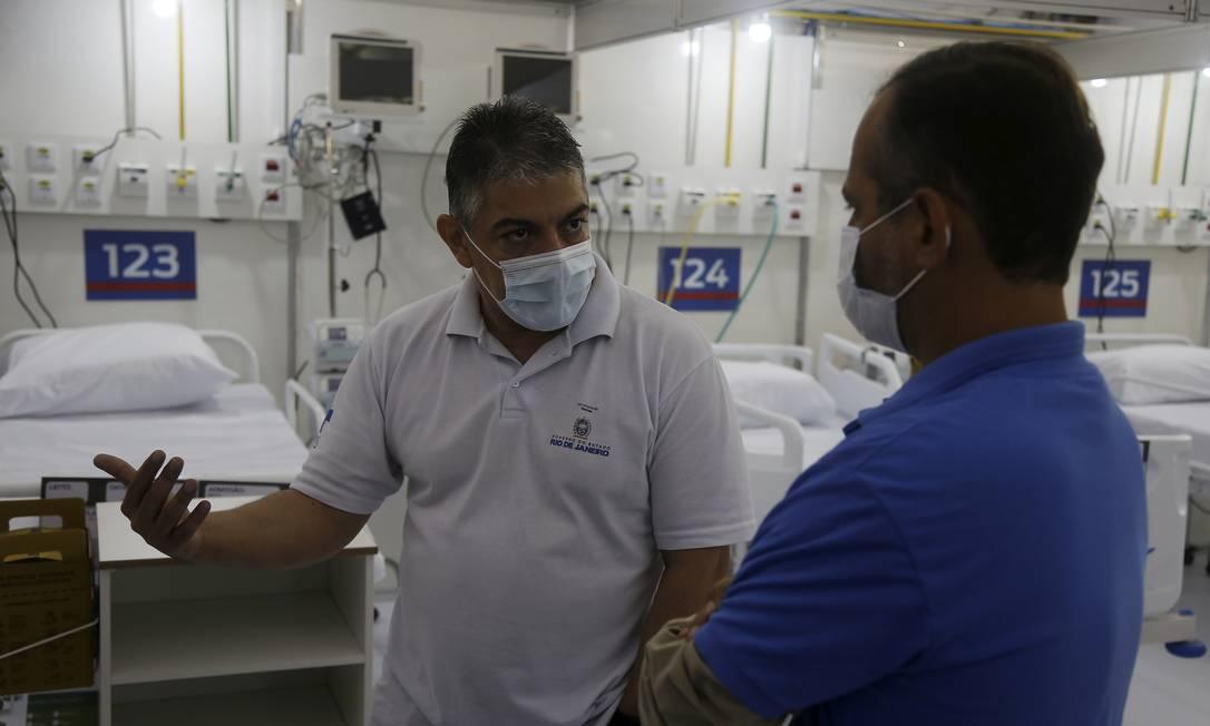 Secretário de Saúde, Fernando Ferry, em visita ao Hospital de Campanha de São Gonçalo Foto: FABIANO ROCHA / Fabiano Rocha